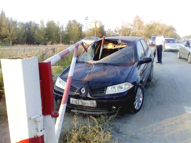 -Стрела шлагбаума ударила автомобиль