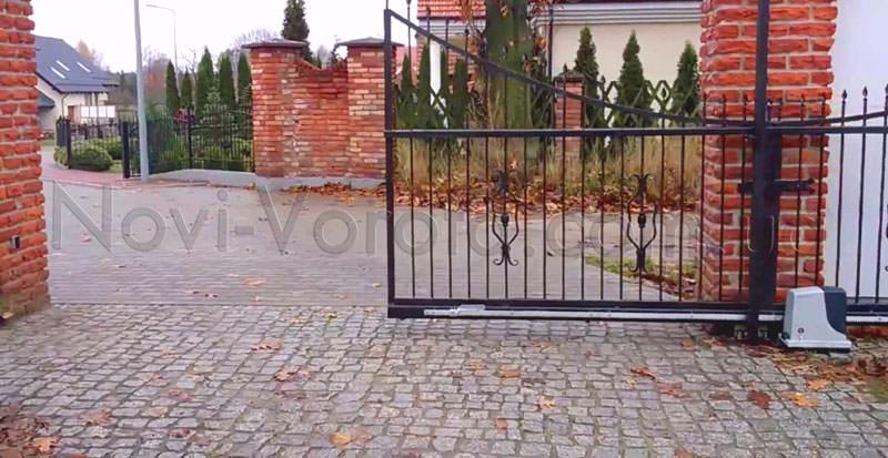 Откатные ворота, автоматизированные приводом Nice Robus