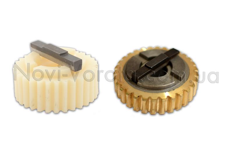 Полимерная и металлическая шестерни