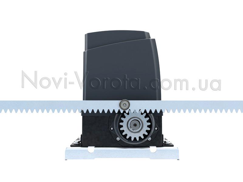 Зазор 1 мм между зубьями рейки и наружной шестеренки привода