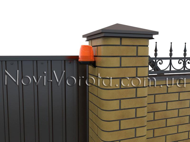 Сигнальная лампа на воротах.