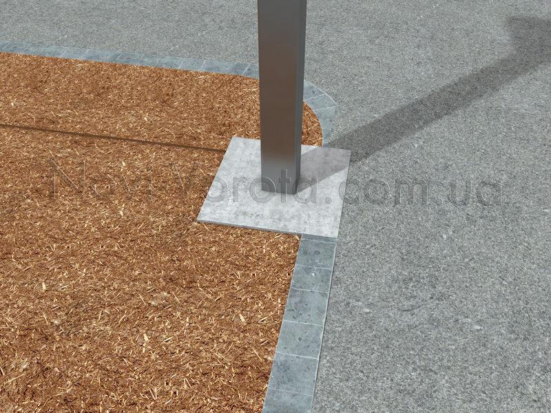Забетонированная квадратная труба для усиления столба ворот