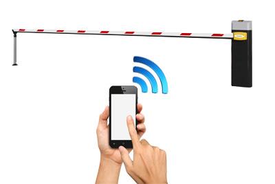 Мобильный телефон передают сигнал шлагбауму