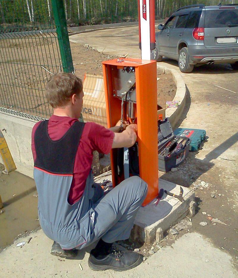 Монтаж стріли та підключення електроживлення