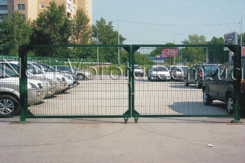 Ворота автостоянки.