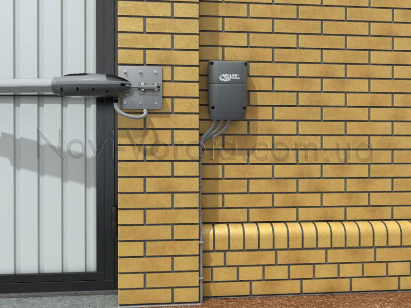 Шкаф управления на заборе