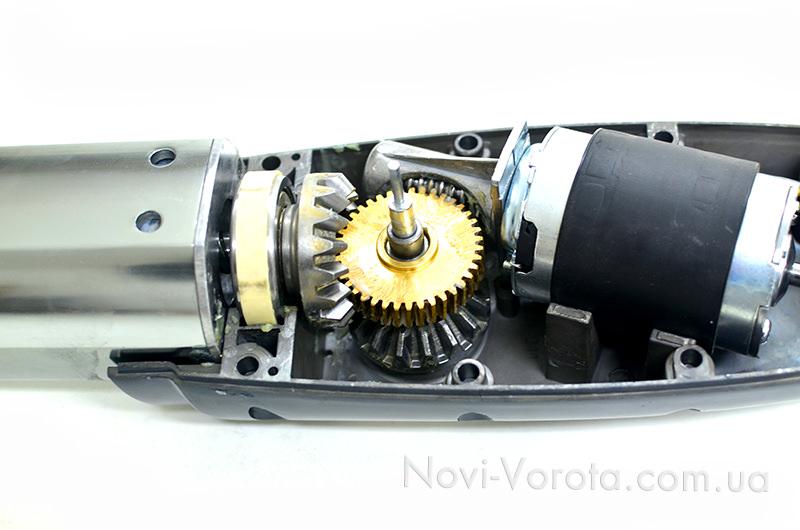 Червячная передача через ведомую шестерню в редукторе привода Miller Technics