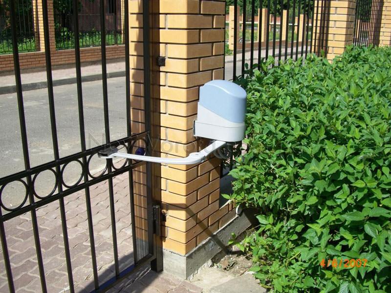 Рычажный привод на воротах.