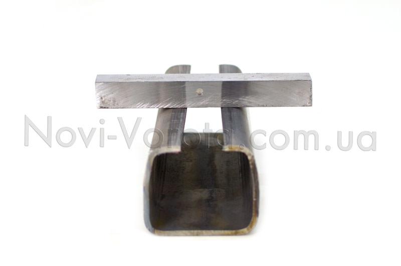 Нижние полки направляющего рельса и металлический брусок