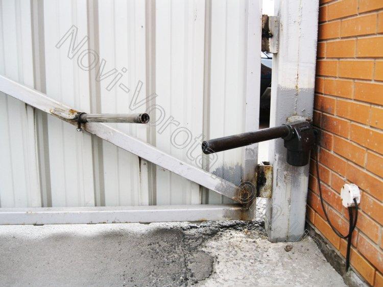 Механизм открывания распашных ворот