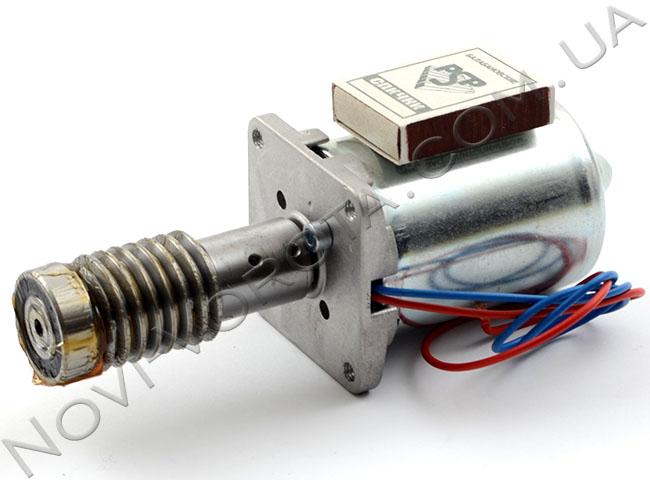 Мотор и стальной червяк низковольтной модели