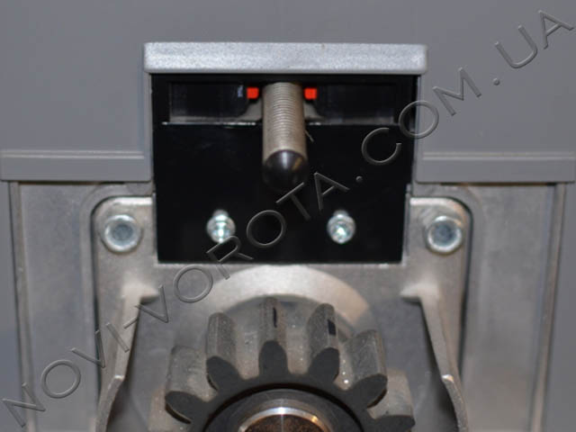 Пружина с двумя выключателями в корпусе привода